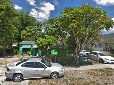 2251 NW 94th St Miami, FL 33147, USA