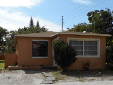 2256 Cody St Hollywood, FL 33020, USA
