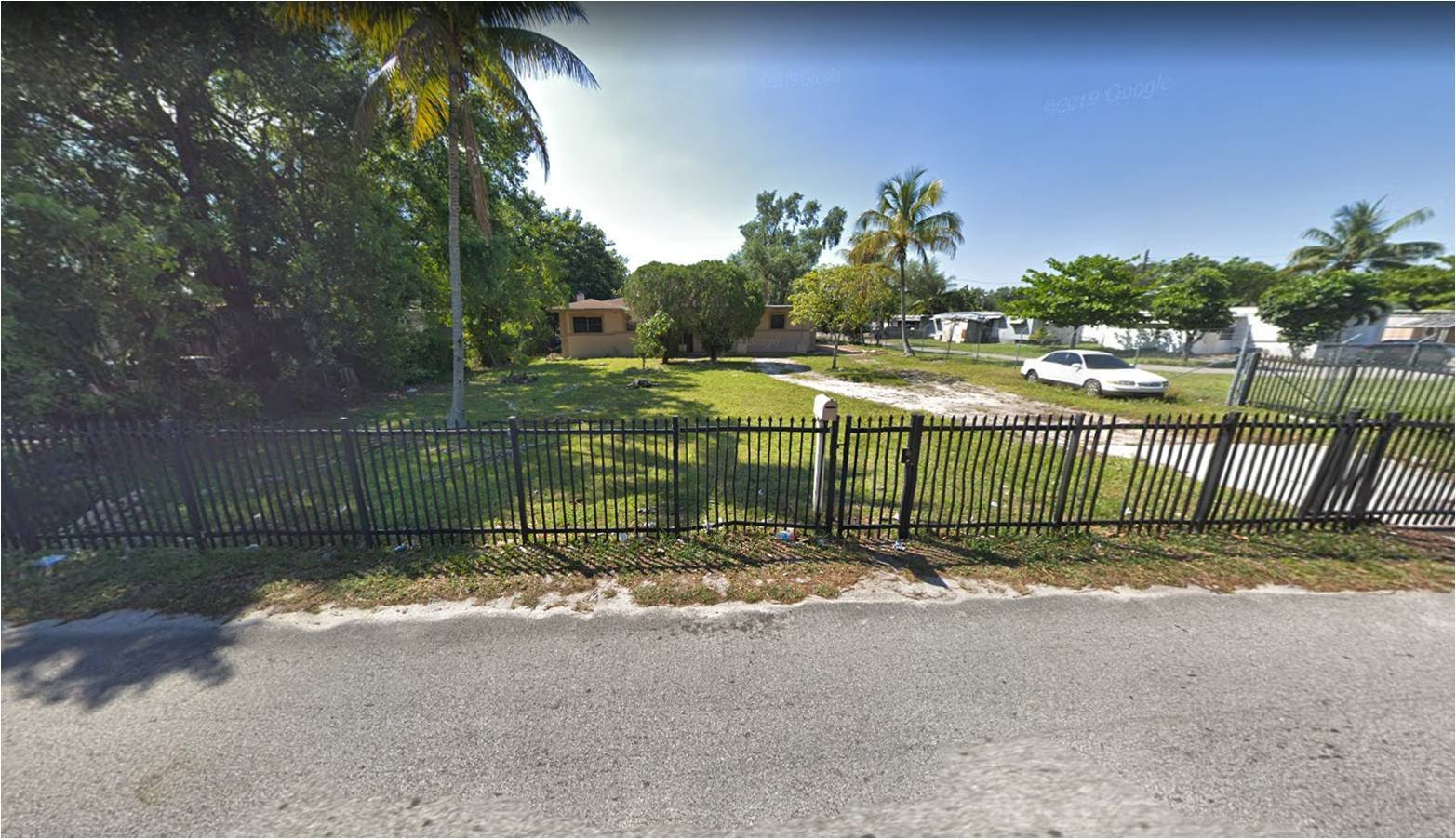 842 NW 99th St Miami, FL 33150, USA