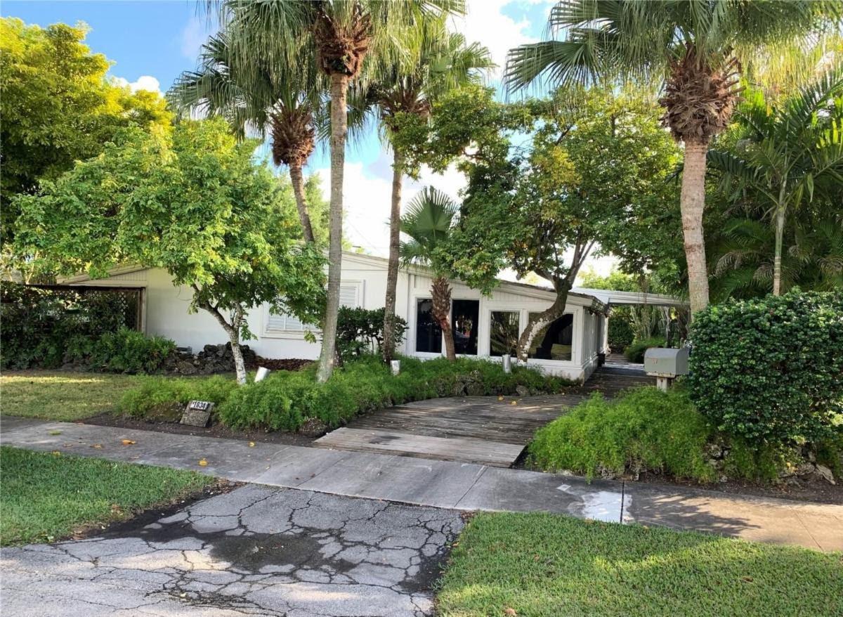 11934 SW 37th St Miami, FL 33175, USA