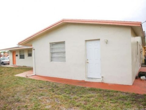 1548 NW 52nd Ave Lauderhill, FL 33313, USA