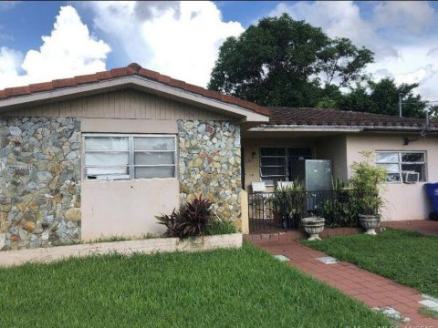 330 SW 49th Ave Coral Gables, FL 33134, USA