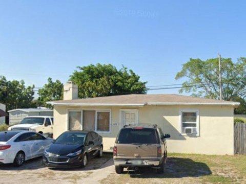 425 Pine Rd West Palm Beach, FL 33409