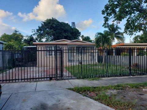 657 E 43rd St Hialeah, FL 33013, USA
