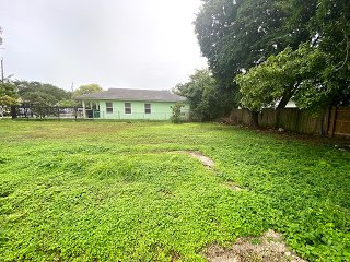 1766 NW 68th Terrace Miami, FL 33147, USA