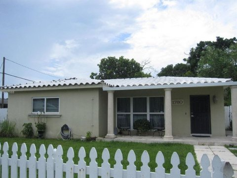 1780 NE 170th St North Miami Beach, FL 33162, USA