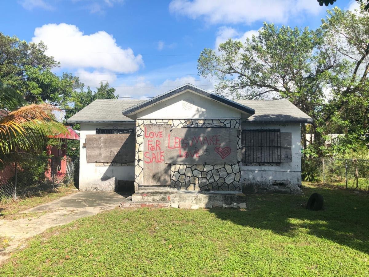 1927 NW 47th St Miami, FL 33142, USA