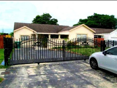 20256 NW 32nd Ave Miami Gardens, FL 33056