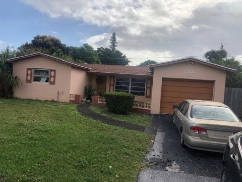 212 Lyman Pl West Palm Beach, FL 33409