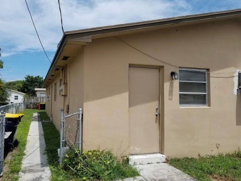 33 SW 7th Ave Dania Beach, FL 33004, USA