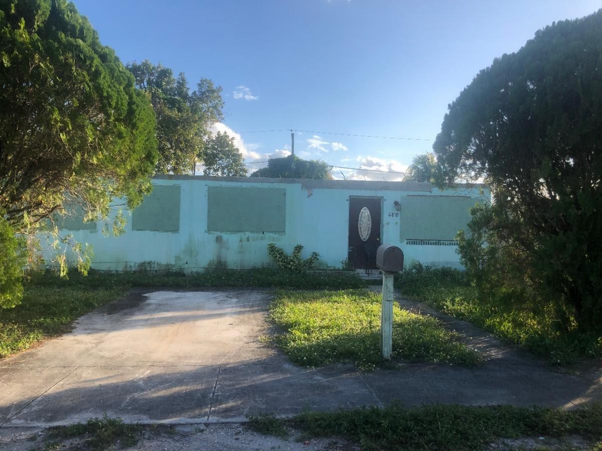 4410 NW 170th St Miami Gardens, FL 33055