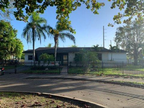6174 SW 64th Terrace Miami, FL 33143, USA