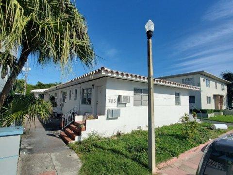 705 83rd St Miami Beach, FL 33141