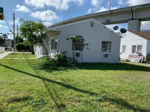 1102 Sunset Rd West Palm Beach, FL 33401, USA