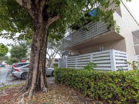 14325 SW 97th Terrace Miami, FL 33186, USA
