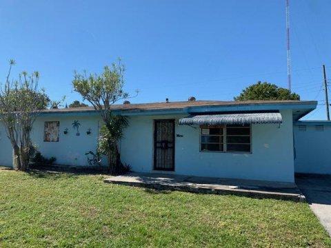 20020 NW 3rd Ct Miami, FL 33169