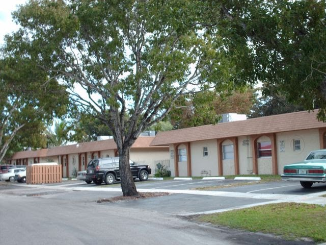 5303 NW 23rd St Lauderhill, FL 33313, USA