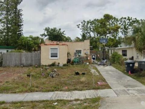 823 Bayberry Dr West Palm Beach, FL 33403, USA