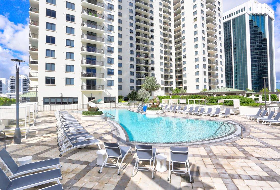 999 SW 1st Ave APT 2615 Miami, FL 33130, USA