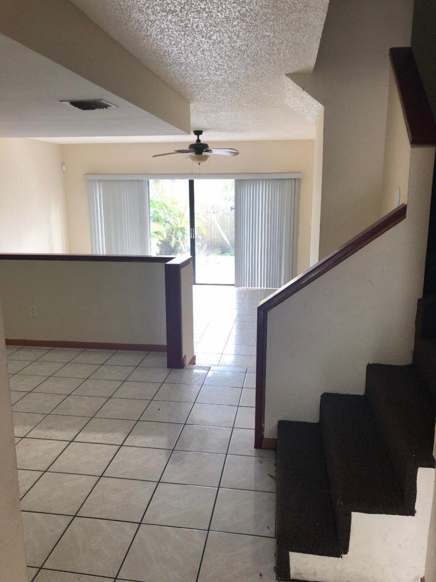 20511 NW 15th Ave Miami, FL 33169, USA
