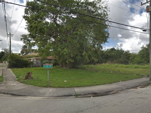 2480 NW 50th St Miami, FL 33142, USA