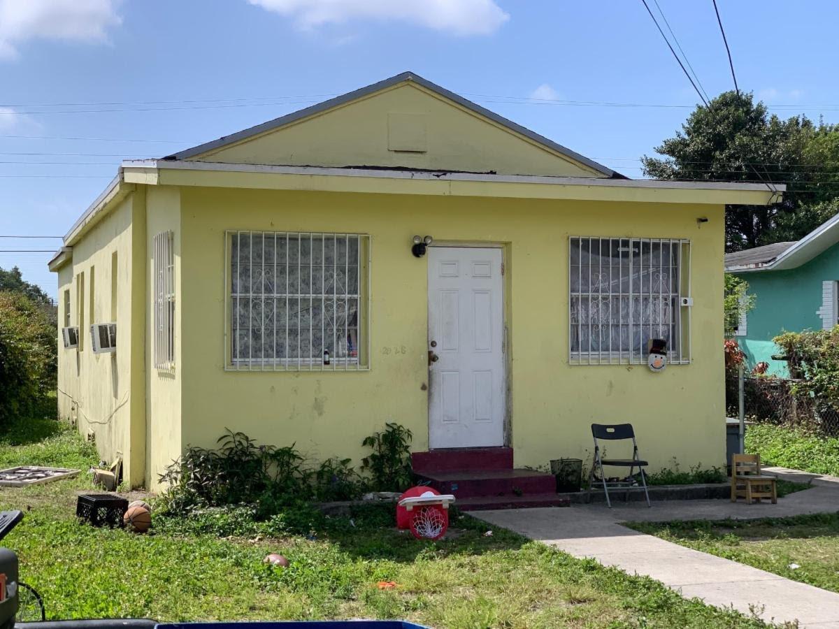 2928 NW 55th St Miami, FL 33142, USA