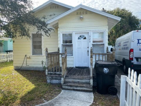 323 N B St Lake Worth, FL 33460, USA