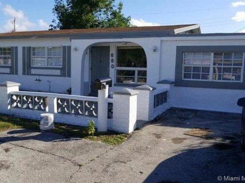 680 NW 20th St Pompano Beach, FL 33060