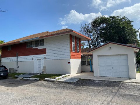 801 S B St Lake Worth, FL 33460, USA