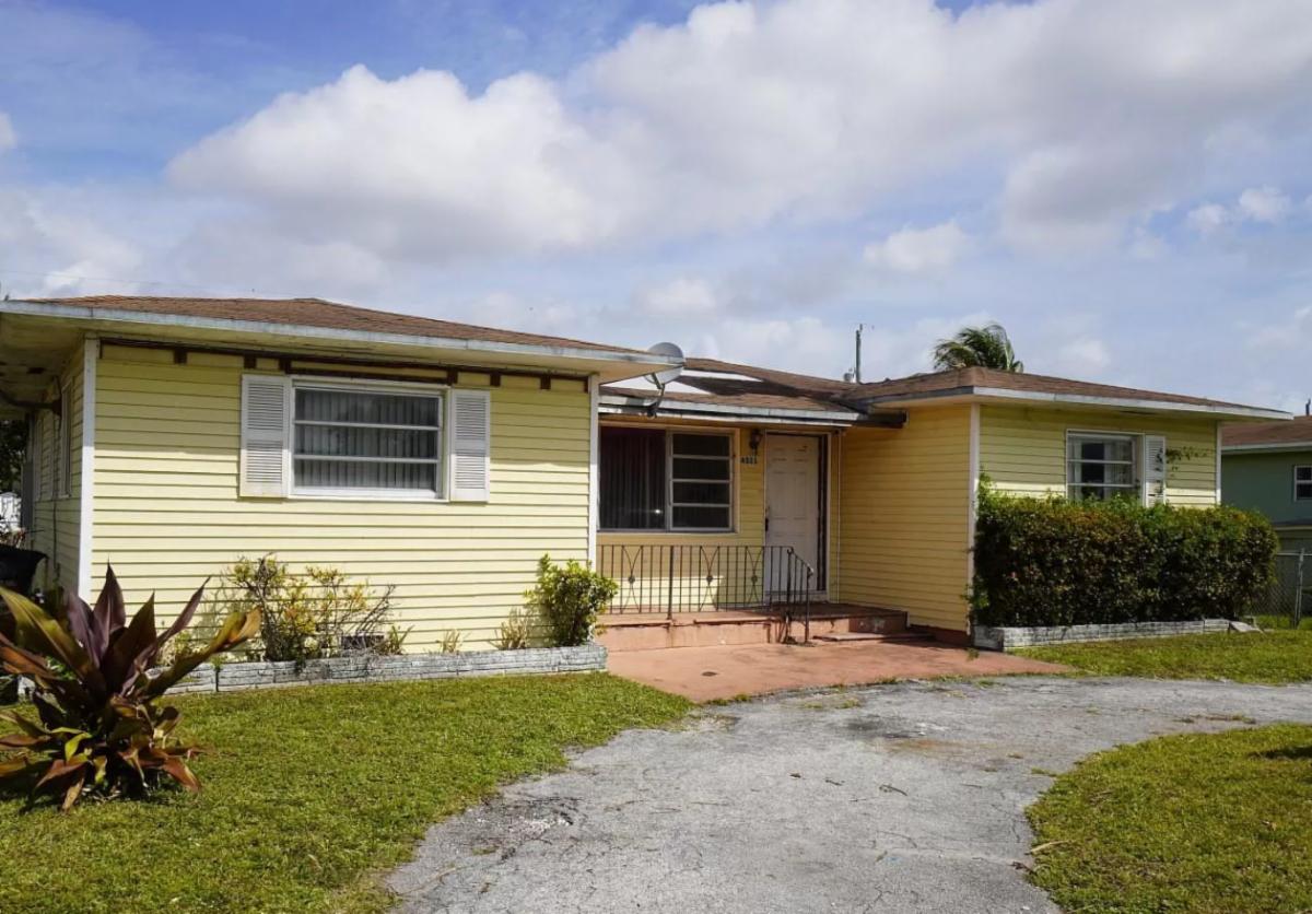 4321 SW 26th St West Park, FL 33023, USA
