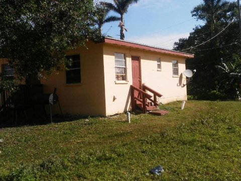 657 SW 9th St Belle Glade, FL 33430, USA