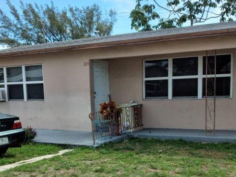 213 SW 14th St Dania Beach, FL 33004
