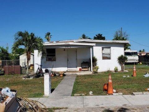 21925 SW 109th Ave Miami, FL 33170 USA