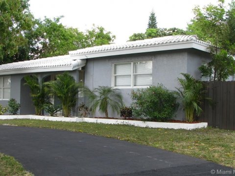 4750 NE 7th Ave Oakland Park, FL 33334, USA