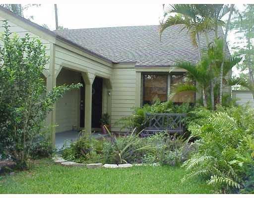 529 Goldenwood Way Wellington, FL 33414, USA