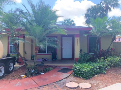 6906 4th St Jupiter, FL 33458