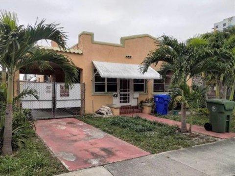 2113 SW 9th St Miami, FL 33135, USA