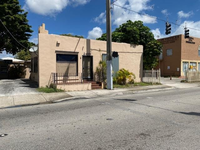 2489 NW 7th St Miami, FL 33125, USA