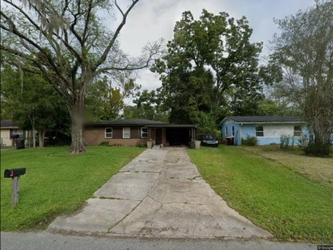 5239 Woodcrest Rd Jacksonville, FL 32205 USA
