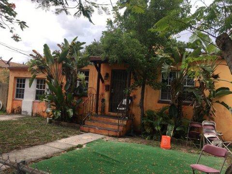 735 NW 66th St Miami, FL 33150 USA