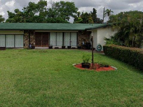 745 NE 155th Terrace Miami, FL 33162 USA