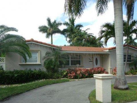 914 N 13th Ave Hollywood, FL 33019, USA