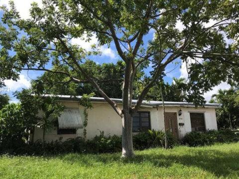 1450 NE 141st St North Miami, FL 33161, USA