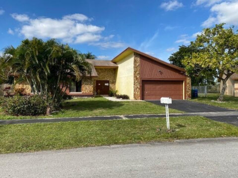 5421 NW 84th Ave Lauderhill, FL 33351