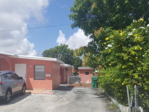 99 NW 48th Ct Miami, FL 33126, USA