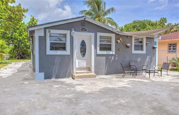 3093 NW 94th St Miami, FL 33147, USA