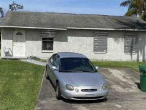 323 Seminole Ct Pahokee, FL 33476, USA