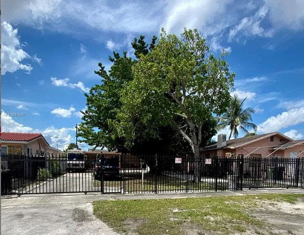 419 SE 3rd St Hialeah, FL 33010 USA