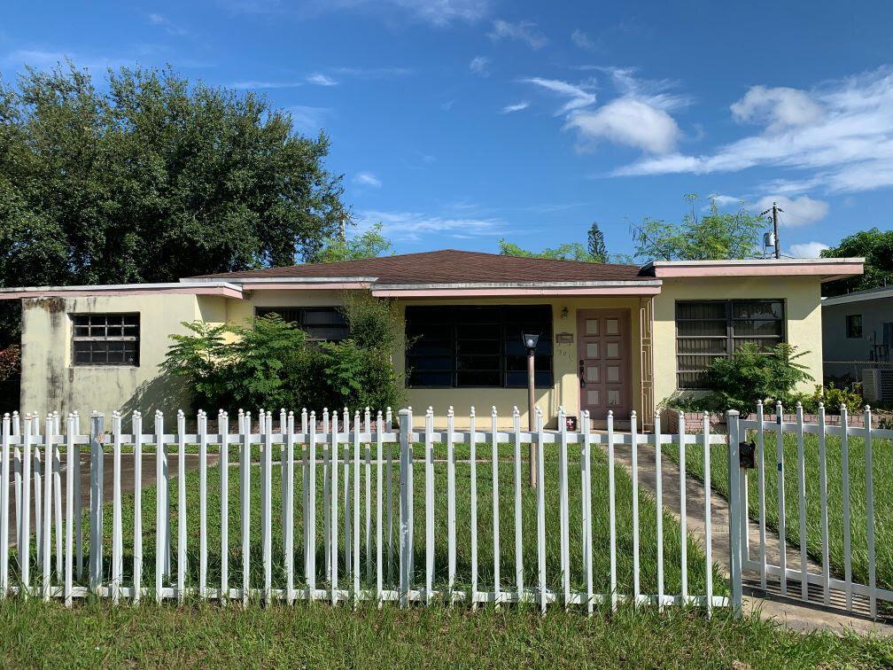 1321 NE 160th St North Miami Beach, FL 33162