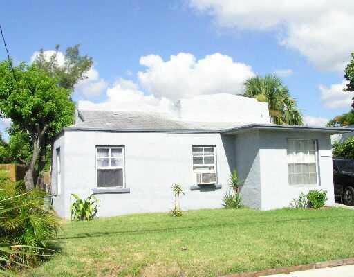 3809 Pinewood Ave West Palm Beach, FL 33407